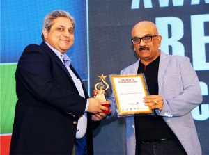 ETP Receiving the Retail Award